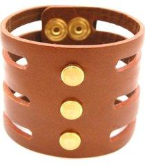 pulseira crisfael acessórios larga com tiras em couro e detalhes em metal e pedra caramelo