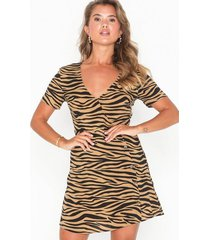 nly trend button wrap dress loose fit dresses