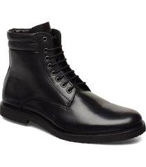 cast crepe combat boot snörade stövlar svart royal republiq