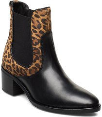 leo print chelsea shoes boots ankle boots ankle boots with heel svart tommy hilfiger