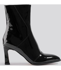 na-kd shoes glossy patent low boots - black
