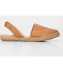 sandalia plana de cuero para mujer grabado placa reptil