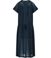 low classic dress