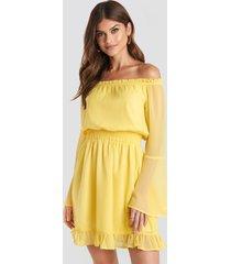 paulinye x na-kd off shoulder mini dress - yellow