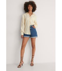 na-kd trend ekologiska mom shorts med uppvik - blue