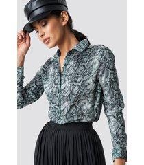 na-kd snake print tunic shirt - multicolor