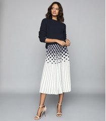 reiss elsa - printed knife-pleat midi skirt in navy/ivory, womens, size 12
