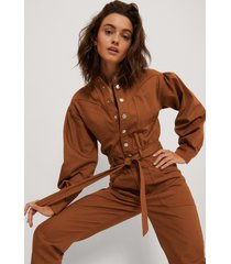 na-kd trend färgad jumpsuit i denim - copper