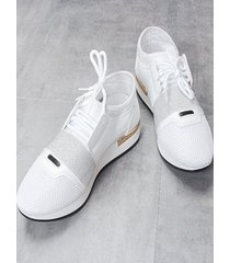 zapatillas de malla con cordones