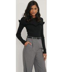 na-kd reborn ribbstickad tröja med volangdetalj - black