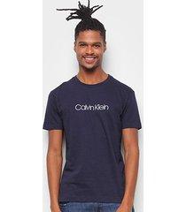 camiseta calvin klein flamê logo masculina - masculino