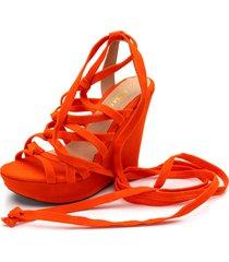 sandália anabela gladiadora de nó gisela costa laranja
