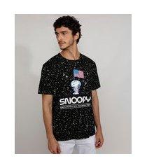 camiseta masculina estampada manga curta gola careca snoopy astronauta preta