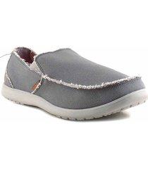 zapatilla gris crocs tela