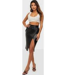 nly one leatherlook midi slit skirt midikjolar