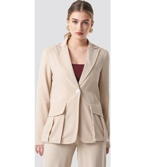 na-kd front pockets single button blazer - beige