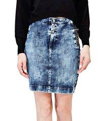 kontrastująca dżinsowa spódnica