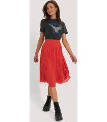na-kd pleated midi skirt - red