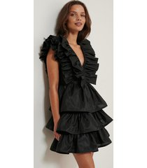 na-kd art volume ruffle dress - black