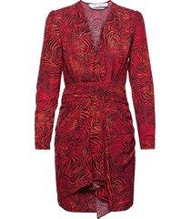 maitri knälång klänning röd iro