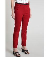 calça feminina skinny com cinto texturizado croco vermelha escuro
