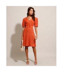 vestido acinturado curto manga bufante decote v laranja