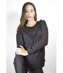 sweater negro a lo juana pompón