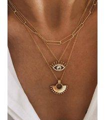 collar multicapa de oro gráfico