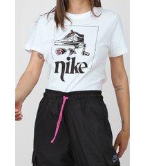 camiseta nike sportswear w nsw tee street 2 branca