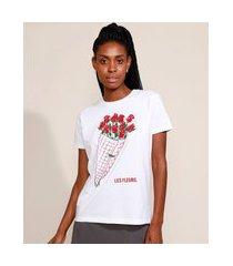 t-shirt feminina mindset buquê de rosas manga curta decote redondo off white