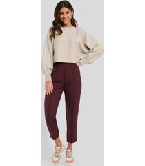 na-kd elastic waist seamline pants - burgundy