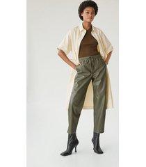 broek met leereffect en elastische tailleband