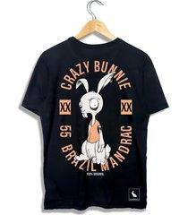 camiseta coelho mandrac preta estampa costas - preto - masculino - algodã£o - dafiti
