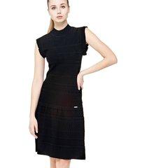sukienka z ażurowym wykończeniem