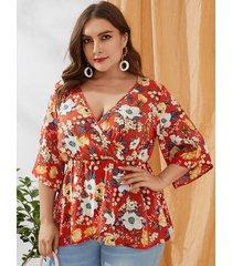 blusa con cuello en v con estampado floral al azar y diseño de abrigo rojo yoins plus size