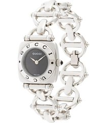 gucci pre-owned pre-owned cut-out chain wrist watch - silver