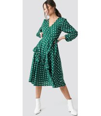 na-kd boho wrapped dot midi dress - green