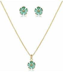 conjunto delicado modelo de trevo com pedra cristal verde esmeralda em banho de ouro 18k