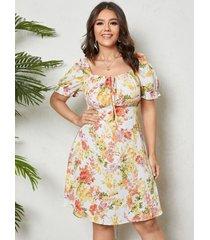 cuadrado de talla grande cuello atado fruncido con estampado floral diseño mangas cortas vestido