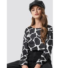 na-kd giraffe print blouse - black,multicolor