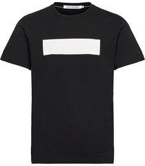 blocking logo tee t-shirts short-sleeved svart calvin klein jeans