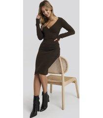 adorable caro x na-kd rib knitted skirt - brown