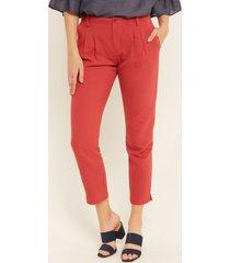 pantalon con bolsillos diagonales y prenses en frente unicolor rojo 10