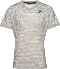 freelift tee primeblue t-shirts short-sleeved grå adidas tennis