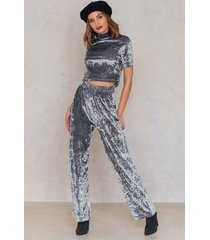 na-kd party crushed velvet flared pants - silver