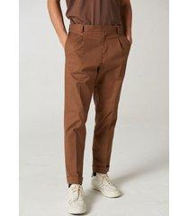 pantalón marrón prototype yisus