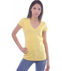 remera amarilla vov jeans escote v