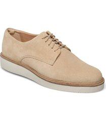 baille stitch snörade skor låga beige clarks
