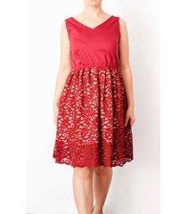 koronkowa sukienka z bordowym topem