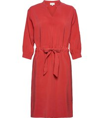 carly dress knälång klänning röd minus